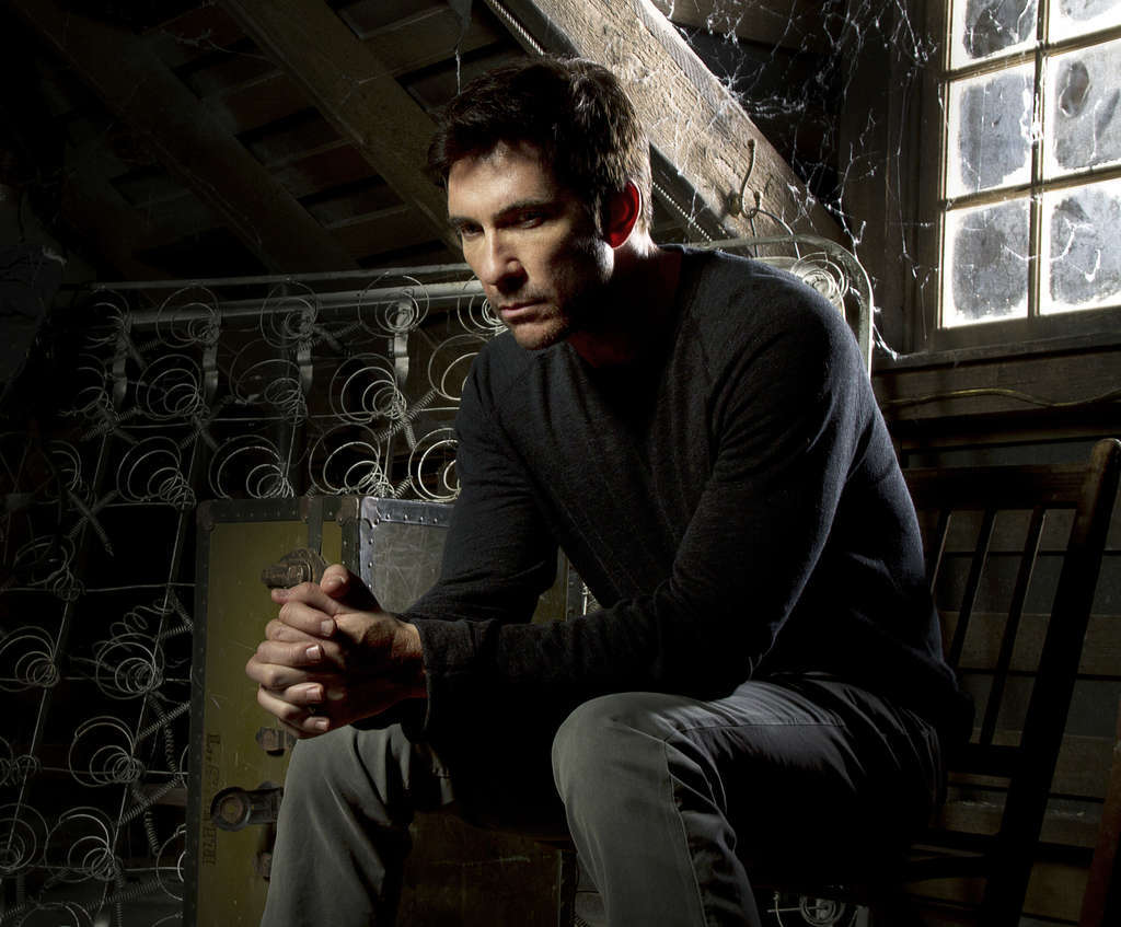 "Dylan McDermott plays Ben Harmon, new owner of a house that screams, ""Stay away!"" He doesn´t hear it."