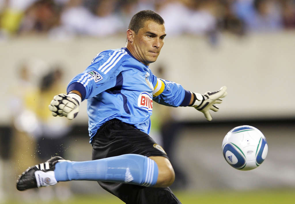 Union goalkeeper Faryd Mondragon is returning after fracturing his right ring finger last month.