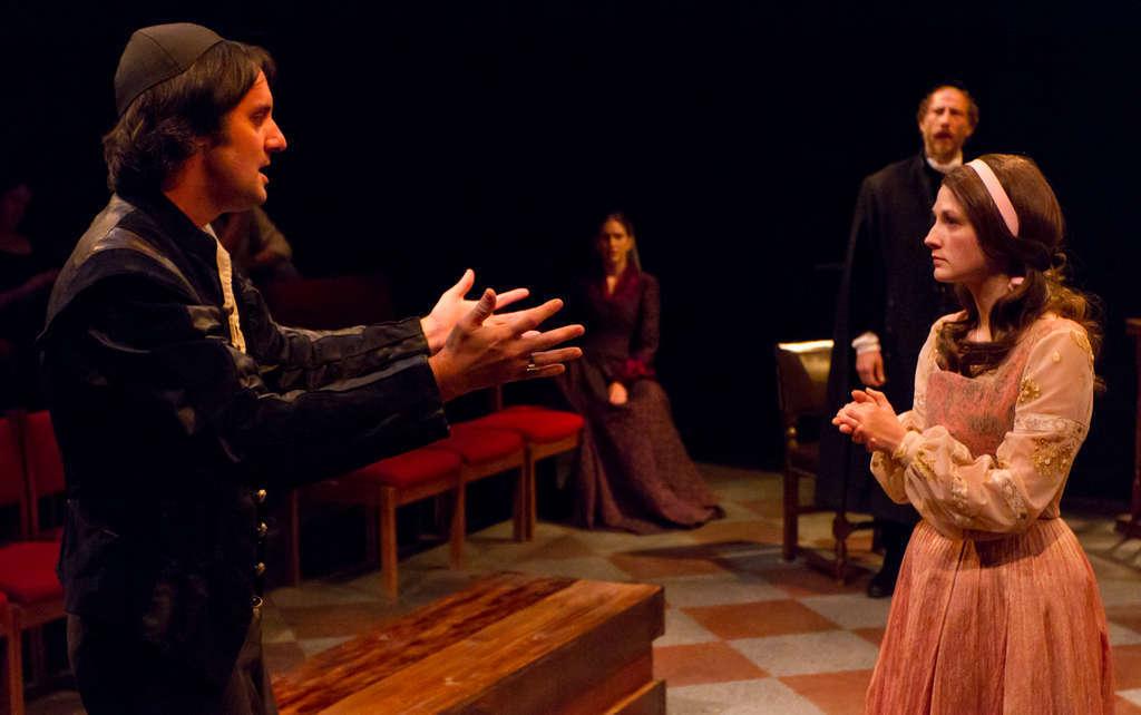 Baruch Spinoza (Sam Henderson, left), explains his ideas to his Christian girlfriend (Mary Tuomanen, right), his sister (Kittson O´Neill), and a representative of Amsterdam´s Jewish community (David Blatt).