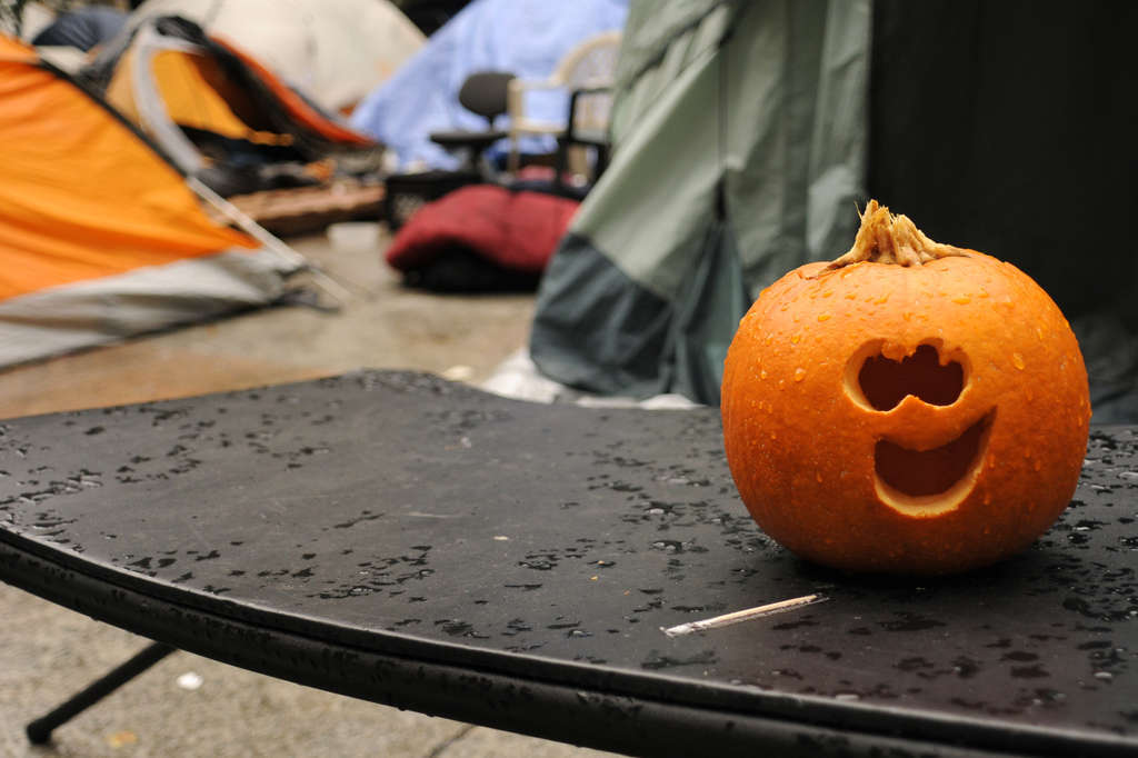A jack-o´-lantern brightens up the Occupy Philadelphia encampment at City Hall´s Dilworth Plaza.