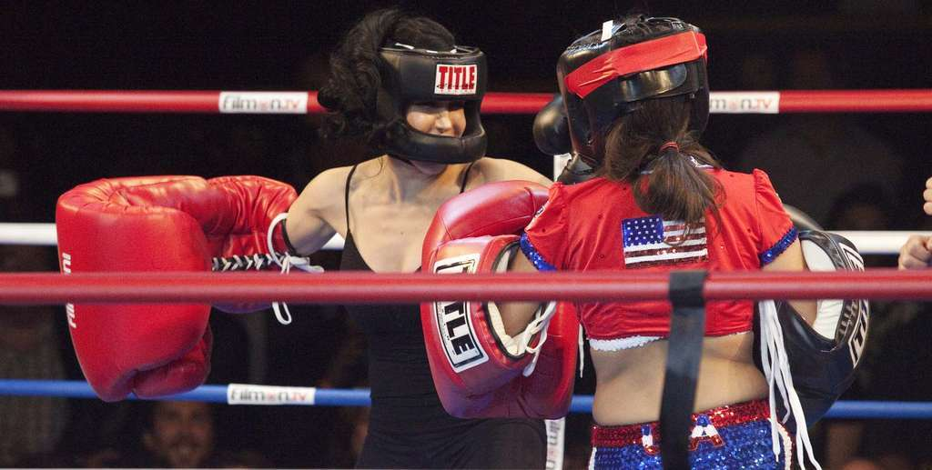 "Nadya ""Octomom"" Suleman (left) mixes it up with Amy ""Point Blank"" Fisher during Saturday´s ""Celebrity Fight Night."""