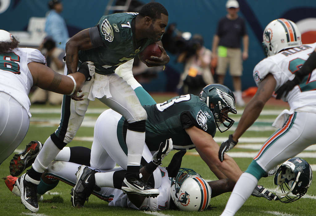 Michael Vick loses his helmet during a first-quarter play, which resulted in a Dolphins penalty.