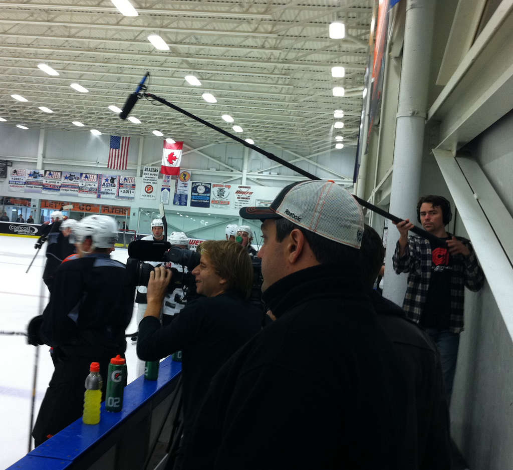 HBO cameras follow the Flyers and Rangers for the ´24/7´ reality show, which debuted last night.