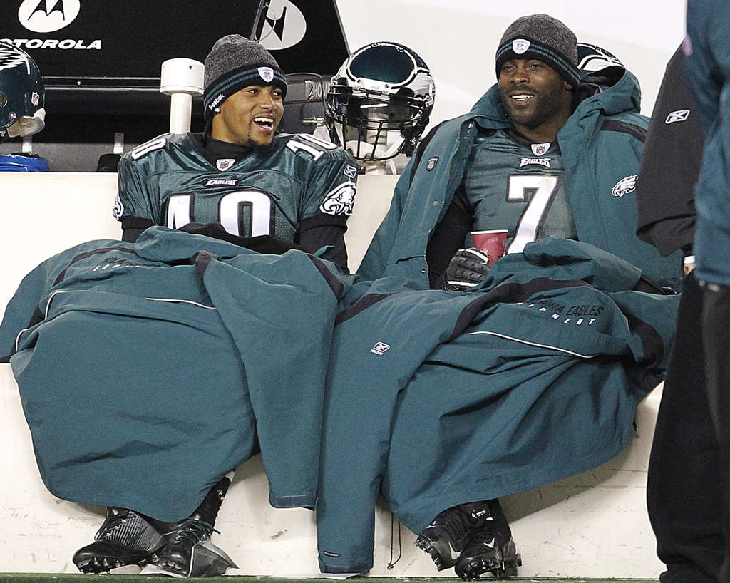 Their work is done for the day: DeSean Jackson (left) and Michael Vick bundle up on the bench and watch the game play out in the fourth quarter of the Eagles´ 45-19 romp.