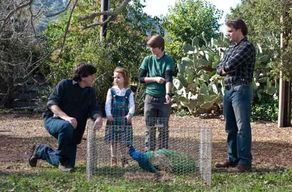 Director Cameron Crowe (left) with cast, including Damon (right).