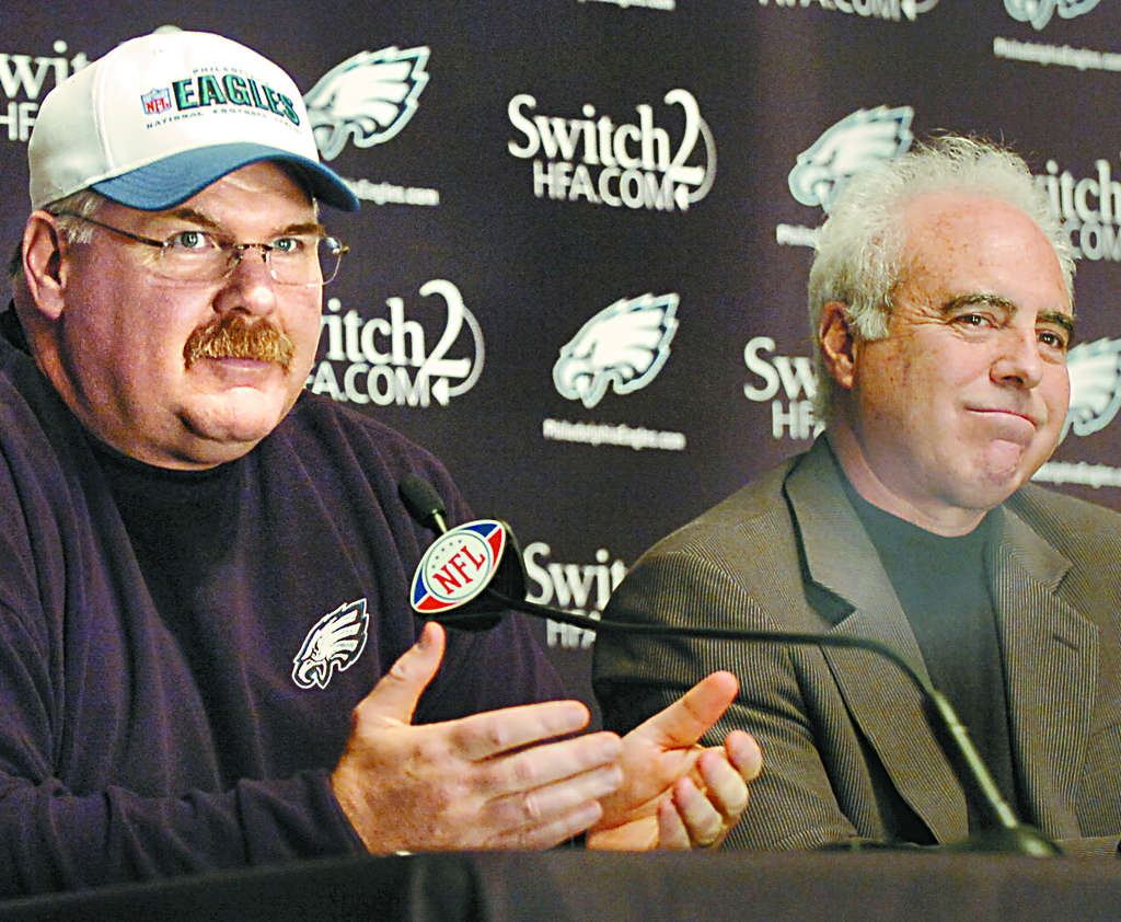 Andy Reid and Jeffrey Lurie (right) at the announcement of Reid´s contract extension in 2009.