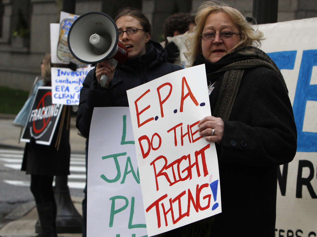 Dimock resident Julie Sautner (right) protesting last Friday at the Academy of Natural Sciences in Phila. before an appearance by EPA chief Lisa Jackson.