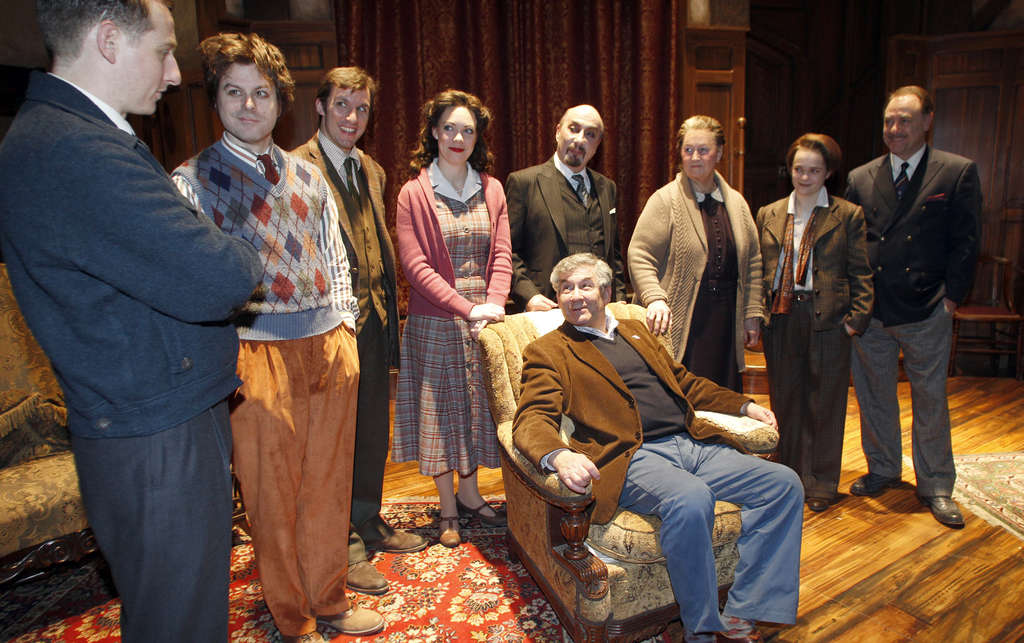 "At Walnut Street Theatre, Sir Stephen Waley-Cohen (seated), producer of London´s ""Mousetrap,"" chats with cast members."