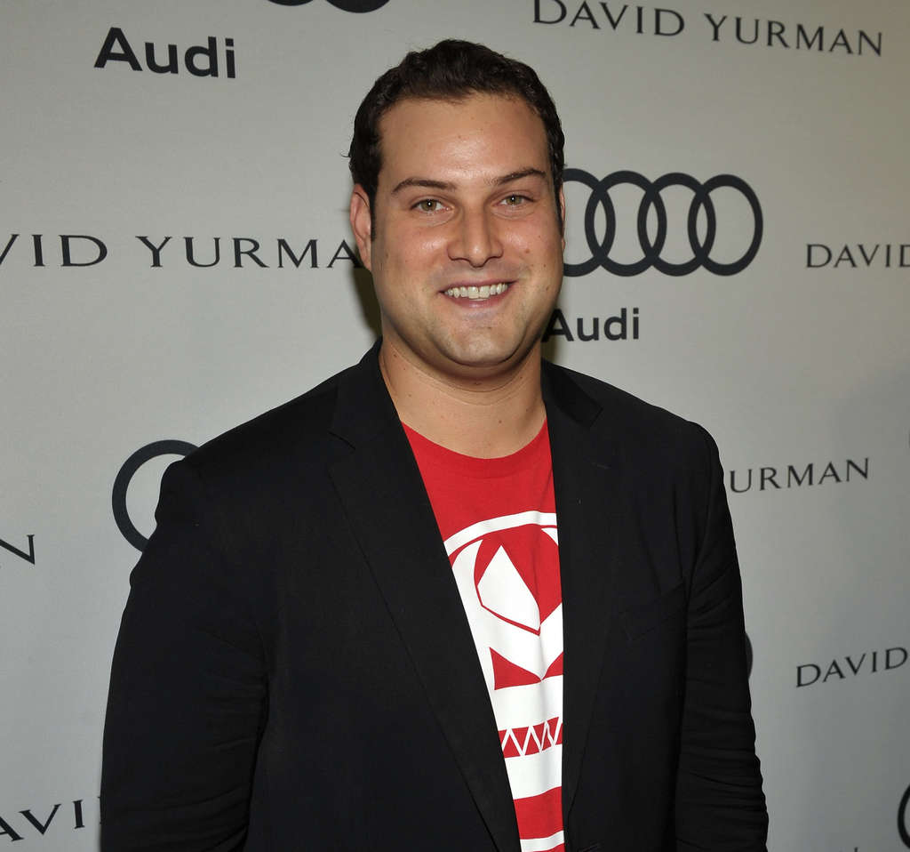 "Max Adler of ´Glee"" is supporting anti-bullying efforts."