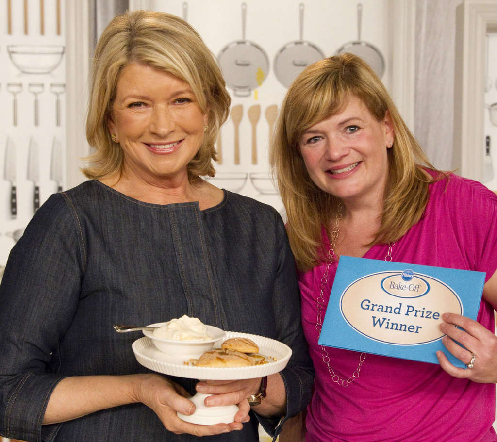 Christina Verrelli poses with Martha Stewart after winning the 45th Pillsbury Bake-Off.