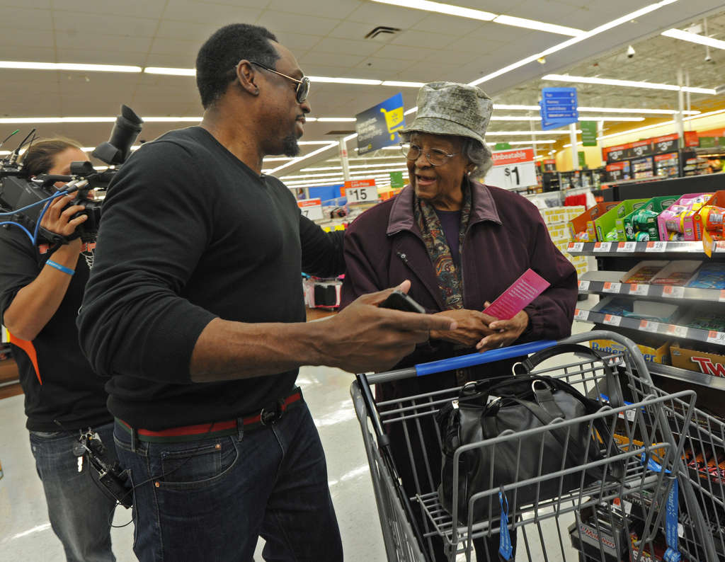 Keven Parker, whose Spread the Love Foundation helps others, surprises Geneva Dawson at a Wal-Mart with the news that he´ll pay for what´s in her shopping cart.