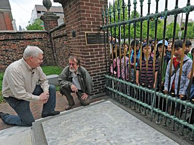 H H Holmes Grave Benjamin Franklin s grave