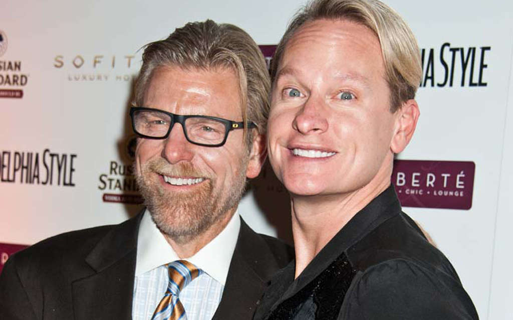 Howard Eskin (left) with Carson Kressley at mag party.