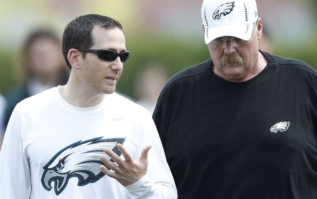 Eagles GM Howie Roseman (left) has a contract extension while Andy Reid´s job is likely in jeopardy.