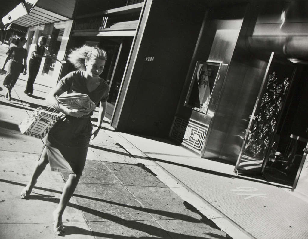 Garry Winograd´s 1978 image of a Beverly Hills shopper.