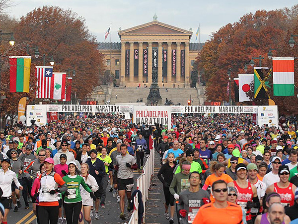 One of the largest waves to start 2012´s 19th annual Philadelphia Marathon with the Art Museum in the background.  (Charles Fox/Staff)