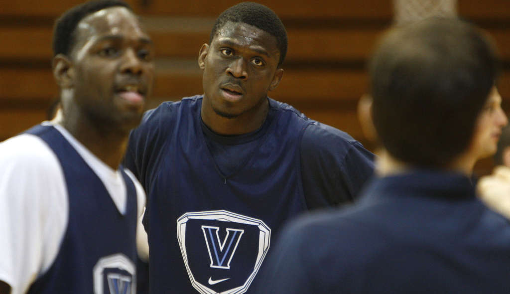 RON CORTES / STAFF PHOTOGRAPHER Mouph Yarou, in center with teammate JayVaughn Pinkston at practice, says attending Villanova has been ´a great honor.