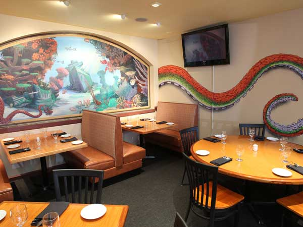 Dining room at Ralic´s on South.