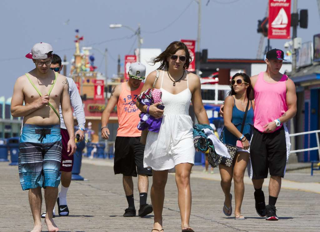 A wide variety of sartorial styles is on display on the boardwalk in Wildwood. A proposed ordinance would ban sagging pants and going shirtless after sunset, or shoeless anytime. Violators could pay $25; repeat offenders, possibly more. DAVID M WARREN / Staff Photographer
