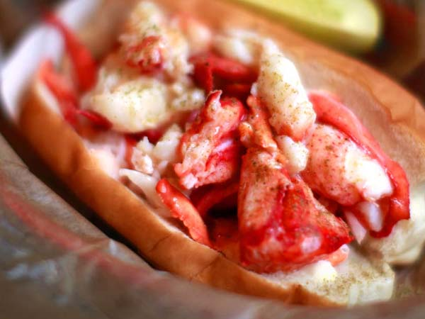 Lobster roll at Luke´s Lobster, 130 S 17th St. ( DAVID SWANSON / Staff Photographer )