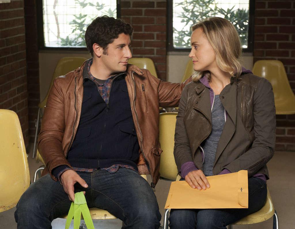 Jason Biggs plays Larry Bloom, boyfriend of newly imprisoned Piper (Taylor Schilling).