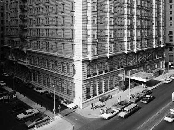 The Bellevue-Stratford Hotel in Center City Philadelphia, November 1976. November 1976. Library of Congress, Historic American Buildings Survey, HABS.PA.51-PHILA.344-1. Jack E. Boucher, HABS photographer. Via Wikimedia.
