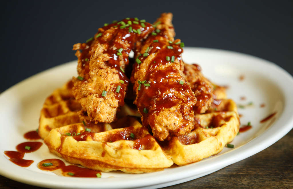 Cedar Point´s buttermilk-fried boneless chicken on a corn bread waffle, drizzled in maple-sweetened barbecue sauce, is the kind of indulgence that would draw diners.