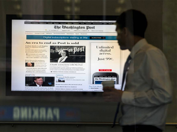 A digital screen in the lobby of the Washington Post building shows the newspapers website, Tuesday, Aug. 6, 2013, in Washington. Amazon.com founder Jeff Bezos bought the Washington Post for $250 million. (AP Photo/Evan Vucci)