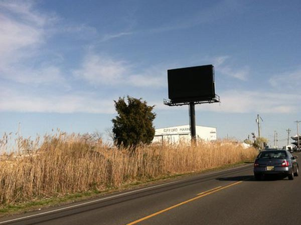 The enormous electronic Billboard along the Margate bridge causeway. (Amy S. Rosenberg / Staff)