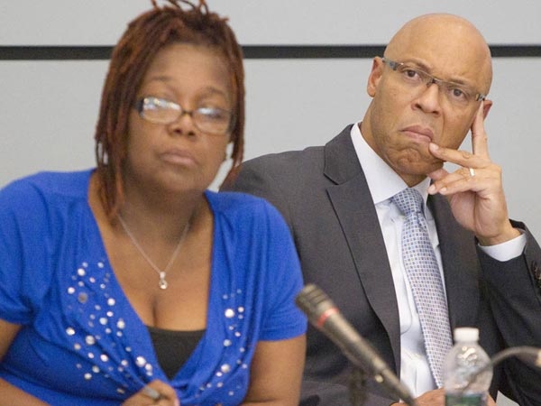 Superintendent William Hite, right, and SRC member Sylvia Simms listen to a parent at a recent hearing. (Ed Hille / Staff Photographer)