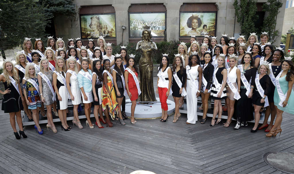There they are. . . . The 53 contestants (50 states plus D.C., Puerto Rico, and the U.S. Virgin Islands) gather for a photo on the pageant´s return to A.C. after seven years.