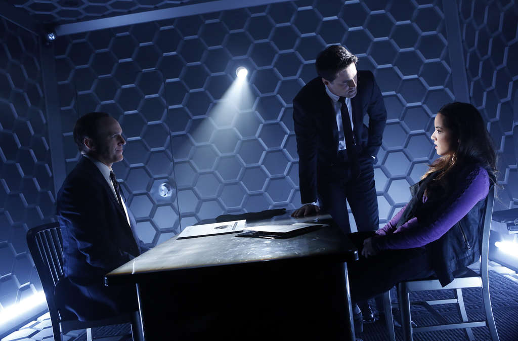 """Marvel´s Agents of S.H.I.E.L.D."" - with Clark Gregg (left), Brett Dalton, Chloe Bennet - picks up where the film left off."