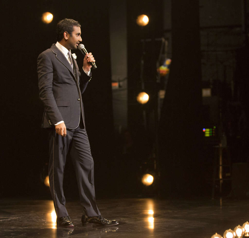 Aziz Ansari´s jokes, based on his aversion to marriage, are better than his singing.