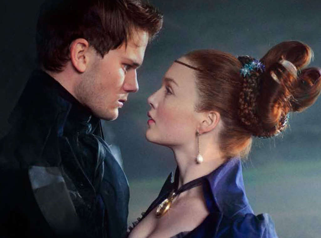 Pip (Jeremy Irvine), an orphan, pursues Estella (Holliday Grainger), a spoiled heiress, in director Mike Newell´s adaptation of the Dickens classic.