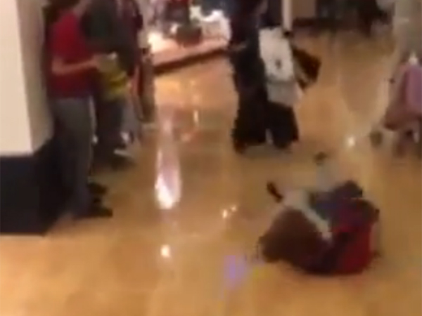 Women get into Black Friday stun gun fight inside Franklin Mills mall