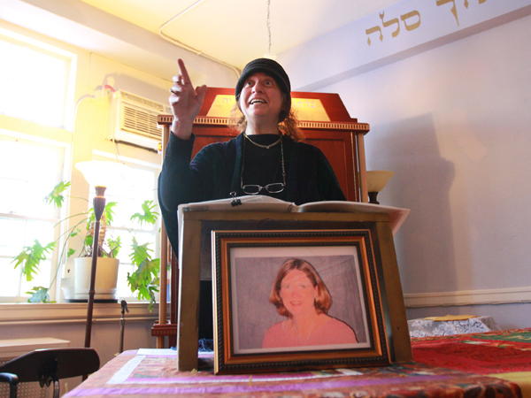Rabbi Marcia Prager of P´nai Or talks about Carol Ambruster before her memorial service.