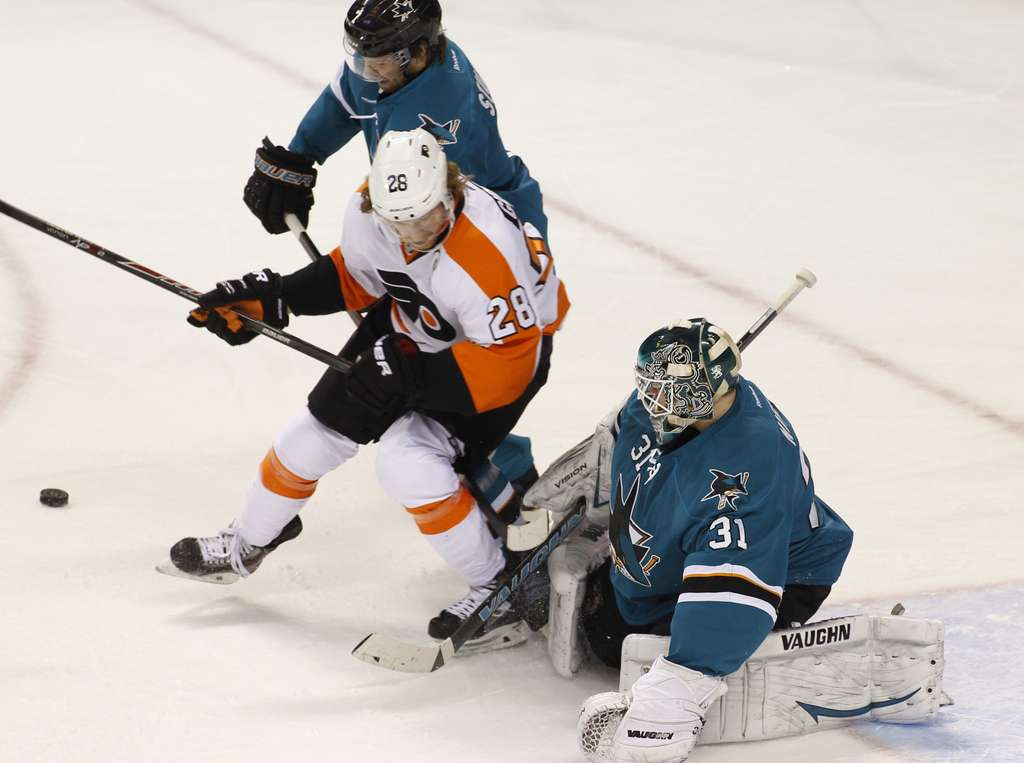 ASSOCIATED PRESS Claude Giroux crowds Sharks goalie Antti Niemi on Monday.
