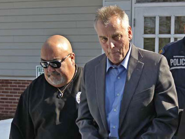 Don Tollefson, right, is escorted out of District Court in Warminster by two Pennsylvania State Constables on his way to prison. (MICHAEL BRYANT, File / Staff Photographer)