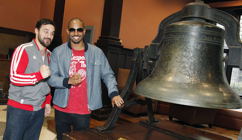 "PHOTO: SCOTT WEINERLet´s be tourists Jake Johnson (left) and Damon Wayans Jr. visit Philadelphia to promote their upcoming film ""Let´s Be Cops."""
