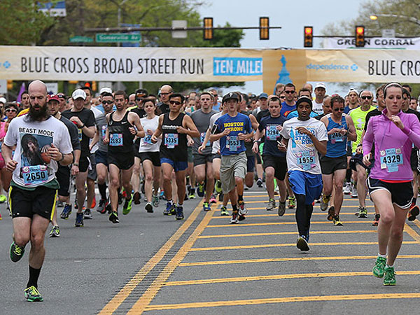 The second wave of runners leave the starting line during the Broad Street Run in Philadelphia on May 4, 2014. (DAVID MAIALETTI / Staff Photographer)