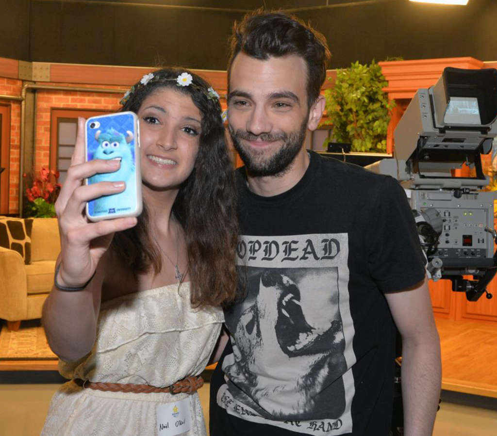 "PHOTO: HUGHE DILLON Here´s how to selfie with ""How to Train Your Dragon 2"" star Jay Baruchel, in town for the Alex´s Lemonade Stand telethon."