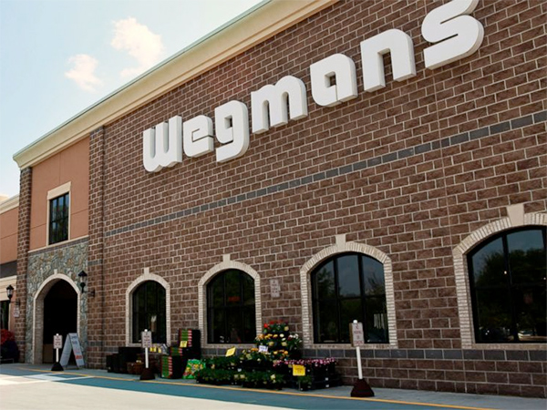 A Philadelphia meat provider has recalled nearly 6,000 pounds of deli ham sold at area Wegmans stores because it may be contaminated with pieces of plastic, the U.S. Department of Agriculture's Food Safety and Inspection Service announced Friday.<br />