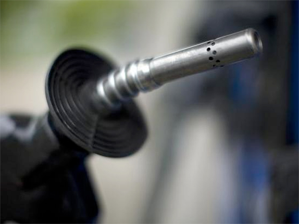 A gas tank is filled at an Exxon station on Capitol Hill in Washington, D.C.<br />
