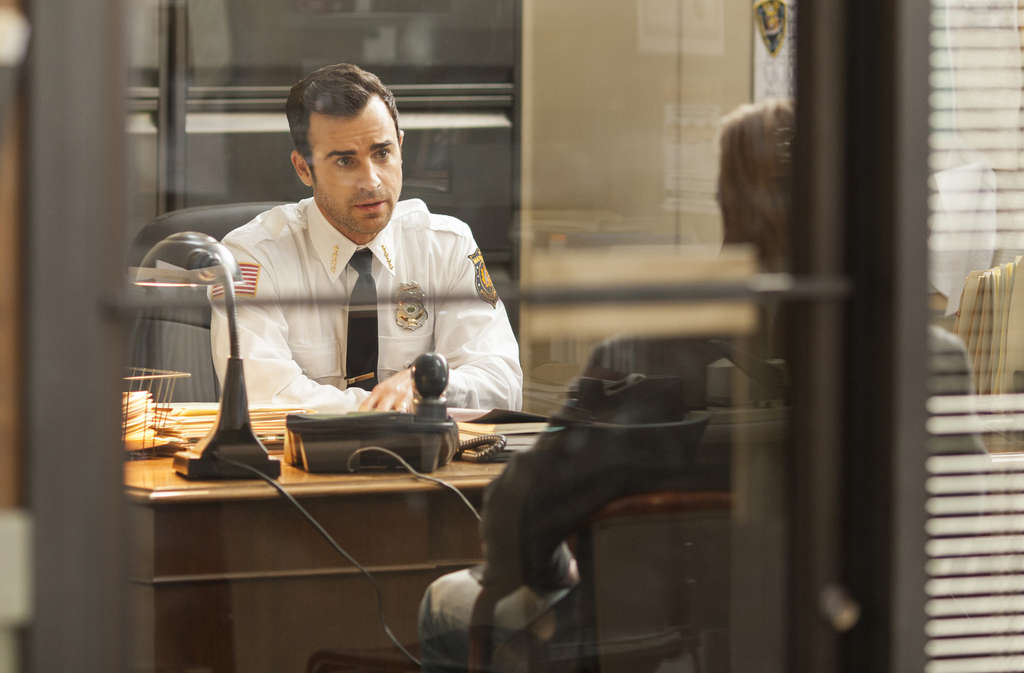 "Justin Theroux plays an anguished chief of police in ""The Leftovers,"" which premieres June 29. The series´ cast is excellent."