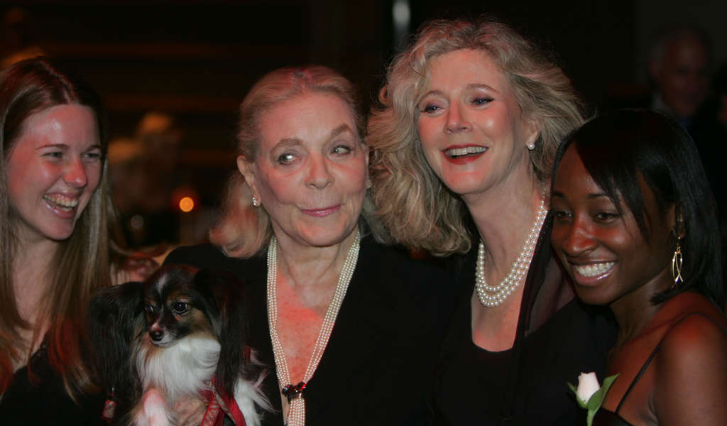 DAVID SWANSON / STAFF PHOTOGRAPHER Bacall , with her dog Sophie, actress pal Blythe Danner and two Bryn Mawr students, was in Philadelphia to receive the college´s Katharine Hepburn Medal, along with Danner, in 2006.