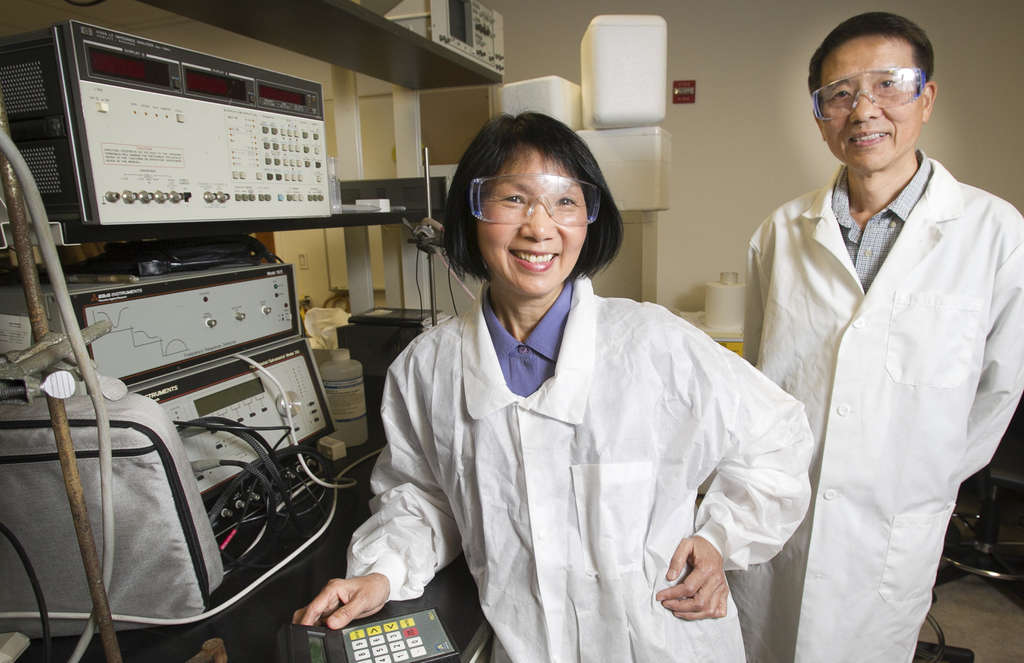 ALEJANDRO A. ALVAREZ / STAFF PHOTOGRAPHER Wan Shih and her husband, Wei-Heng, are developing technology to better detect a nasty germ.