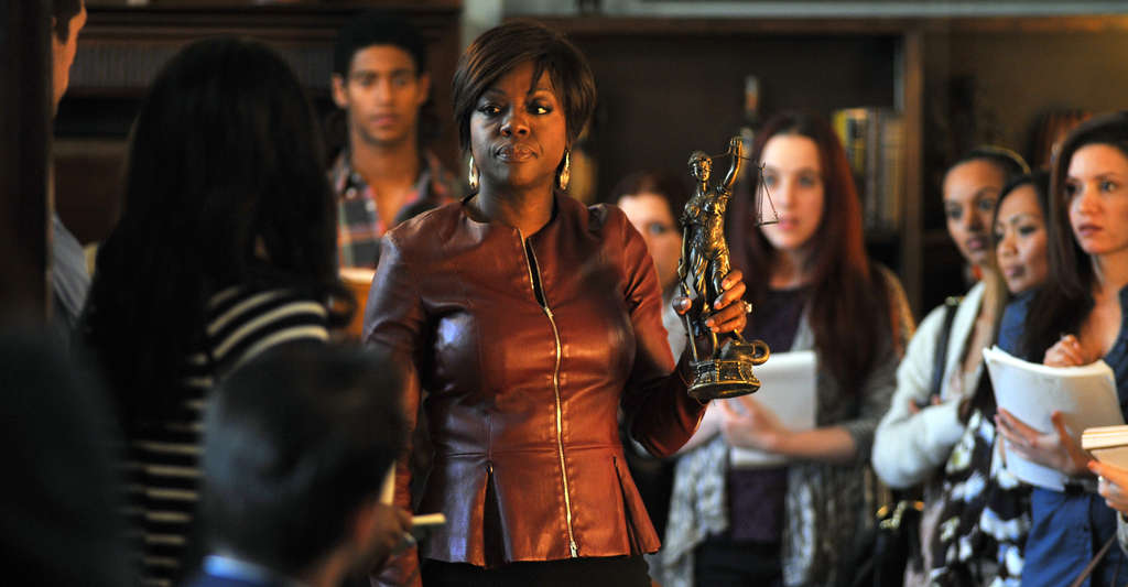 Viola Davis plays an intimidating law professor in ´How to Get Away With Murder.´ Each semester, she hires students to work on her cases outside of class.