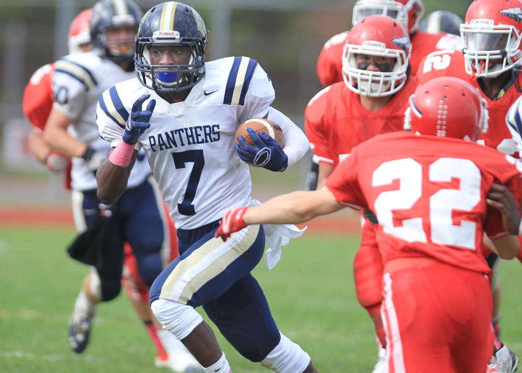 Collingswood´s Jahmir King outruns defenders on a 49-yard TD gallop in the third quarter. CHARLES FOX / Staff Photographer