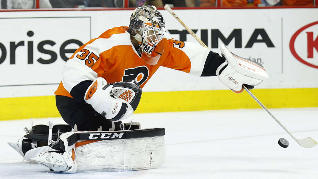 YONG KIM / STAFF PHOTOGRAPHER Steve Mason controls the puck with his stick during game against Anaheim earlier this season.