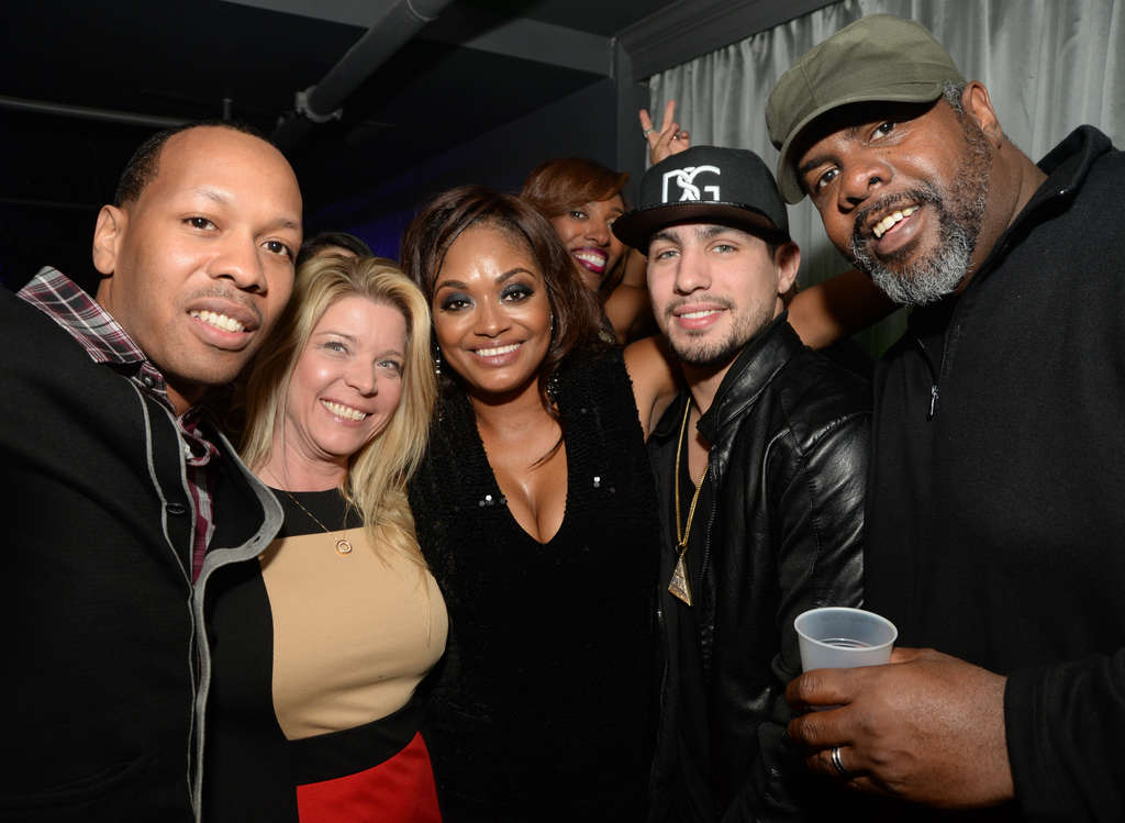 HUGHE DILLON / FOR THE DAILY NEWS Shamara Lever (center) with friends at her birthday party Friday at Fire and Ice, but her smile doesn´t tell that she´d been canned.